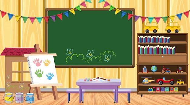 Sala de aula com lousa e estante