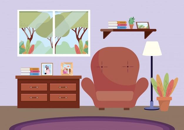 Sala de estar com cadeira e fotos na cômoda