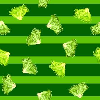 Salada de batávia sem costura padrão em fundo verde listrado. ornamento simples com alface.