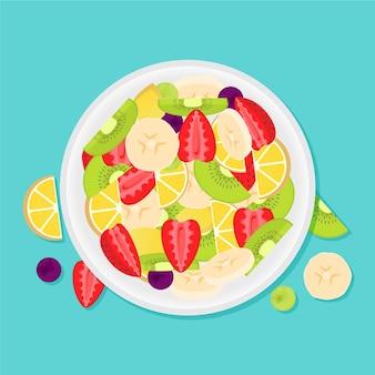 Salada de frutas deliciosas em tigela branca vista superior