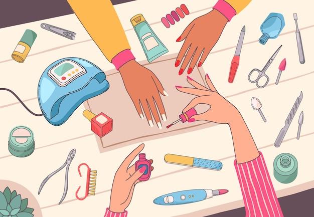 Salão de manicure. manicure pintando as unhas dos clientes na mesa com ferramentas de unha e cosméticos. conceito de vetor de serviço de beleza para mãos femininas com lâmpada ultravioleta, lima, polonês e tesoura