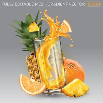 Salpico de suco de fruta em um copo, abacaxi inteiro e fatiado e laranja.