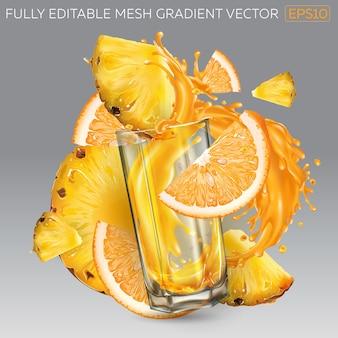 Salpicos de suco de fruta em um copo, abacaxi e fatias de laranja.