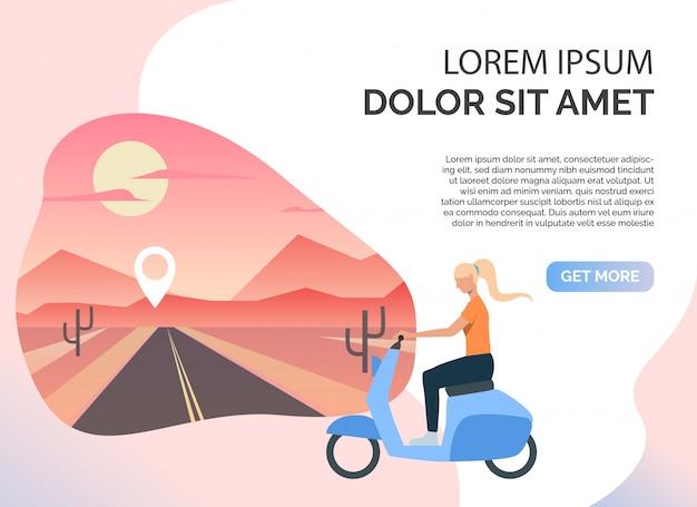 Scooter de equitação de mulher, estrada deserta e texto de exemplo