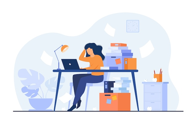 Secretária ou contador sobrecarregado de trabalho cansado, trabalhando no laptop perto de uma pilha de pastas e jogando papéis. ilustração vetorial para estresse no trabalho, workaholic, conceito de funcionário de escritório ocupado