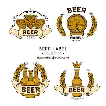 Seleção de quatro adesivos de cerveja desenhados à mão