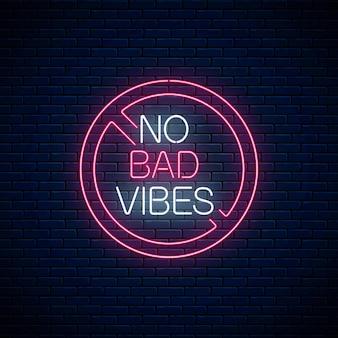 Sem más vibrações - frase de néon brilhante no círculo vermelho de aviso. citação de motivação em estilo neon. ilustração vetorial.