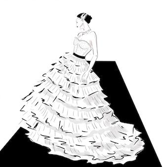 Senhora elegante em vestido de alta costura na passarela