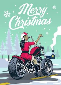 Senhora motociclista em traje de papai noel no meio do inverno de natal