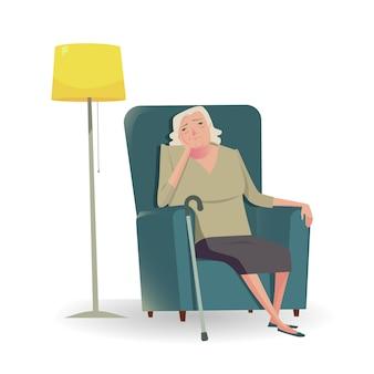 Sênior triste com o bastão que senta-se em um sofá.