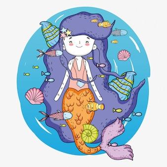 Sereia mulher debaixo d'água com conchas e peixes
