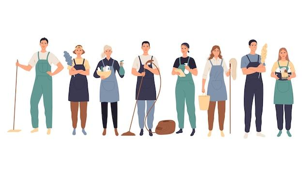 Serviço de limpeza, faxineiros masculinos e femininos uniformizados em pé com equipamento profissional