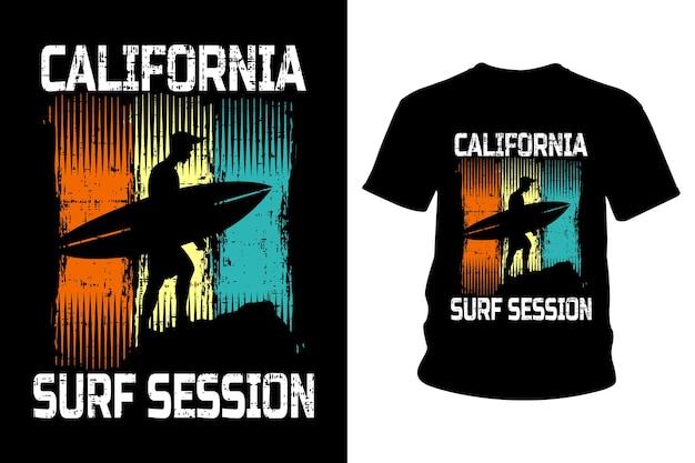 Sessão de surf na califórnia com tipografia de camisetas
