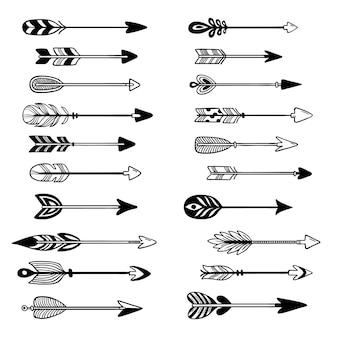 Setas astecas. flecha de arco de ornamento com penas, ponteiro gráfico hipster e ponta de flecha tribal mão desenhado conjunto