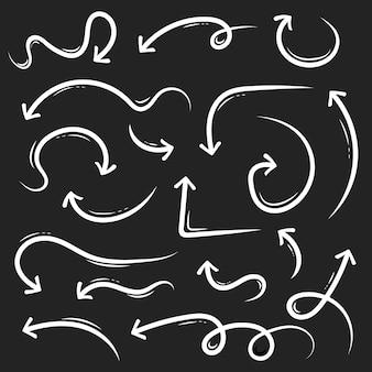 Setas de mão desenhada doodle doodle de esboço do grunge.