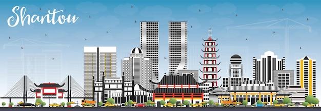 Shantou china skyline com edifícios de cinza e azul céu.