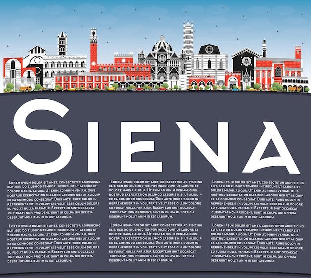 Siena toscana itália horizonte da cidade com edifícios coloridos, céu azul e espaço para cópia