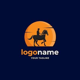 Silhueta cowboy com o estilo gradiente do logotipo da lua para empresas de fazenda de fazenda do oeste do país