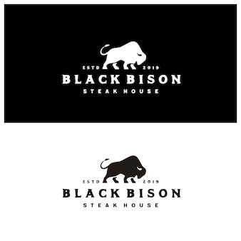 Silhueta de bisonte com tipografia vintage steak house logo