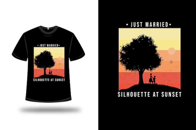 Silhueta de camiseta recém casada ao pôr do sol em laranja e amarelo