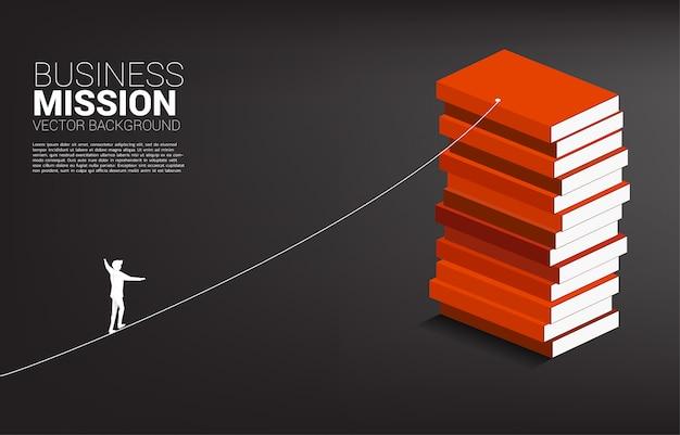 Silhueta, de, homem negócios, andar, ligado, corda, passeio, maneira, para, livro, stack., conceito, para, risco negócio, e, desafio, em, carreira