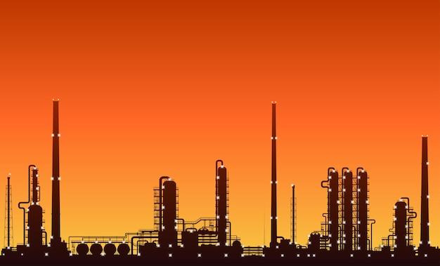 Silhueta de refinaria de petróleo ou fábrica de produtos químicos com luzes noturnas acesas ao pôr do sol. ilustração detalhada do vetor.