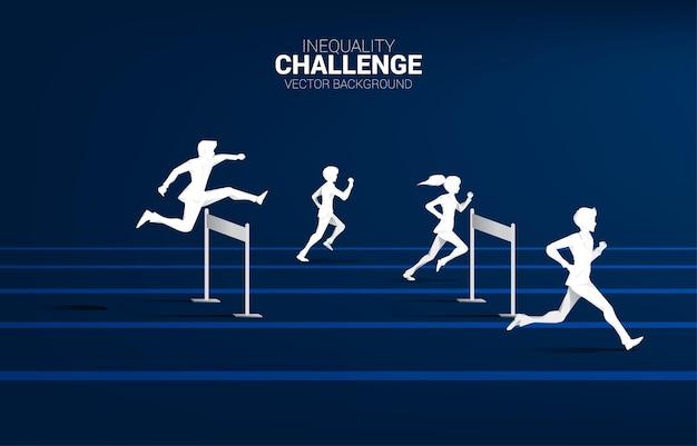 Silhueta de um empresário correndo com obstáculos de obstáculos. conceito de obstáculos e desigualdade na carreira