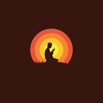 Silhueta de um muçulmano orando durante o pôr do sol