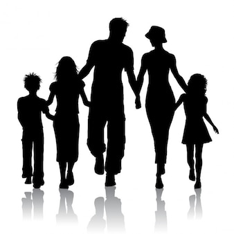 Silhueta de uma família caminhando juntos