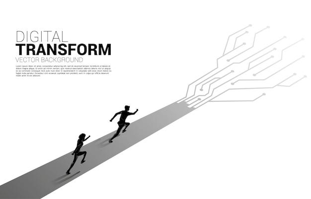 Silhueta do empresário correndo no caminho com circuito de linha de conexão de ponto.