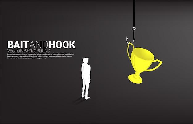 Silhueta do empresário em pé com gancho de pesca com troféu. conceito de isca e gancho em recompensas de negócios.