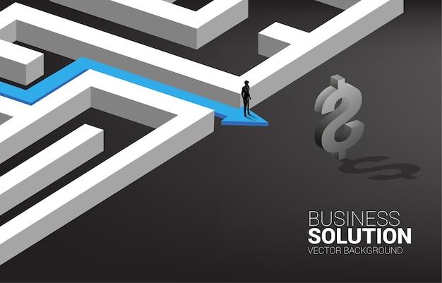 Silhueta do empresário no caminho da rota para sair do labirinto para o ícone de dólar.