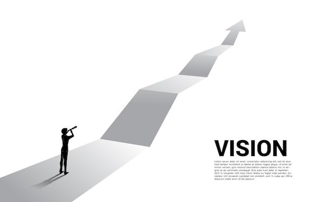 Silhueta do empresário olhando através do telescópio na seta para a frente. conceito de negócio para missão e encontrar tendências.