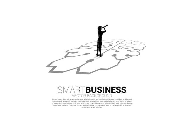 Silhueta do empresário olhando pelo telescópio em pé no gráfico de ícone do cérebro no chão. conceito para planejamento de negócios e pensamento estratégico