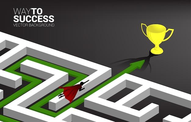Silhueta do empresário voando sobre o labirinto para o troféu dourado. conceito de negócio para resolução de problemas e descoberta de ideias.
