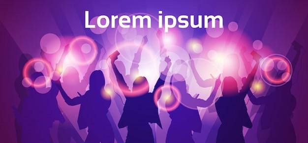 Silhueta mulher grupo dança noite clube luz