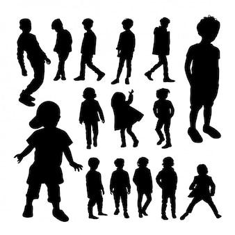 Silhuetas de menino pequeno