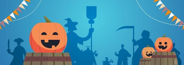 Silhuetas de pessoas em trajes diferentes celebrando feliz festa de halloween conceito cartão de saudação ilustração vetorial horizontal
