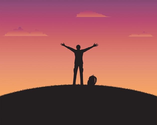 Silueta, feliz, um, homem, de, pôr do sol, fundo