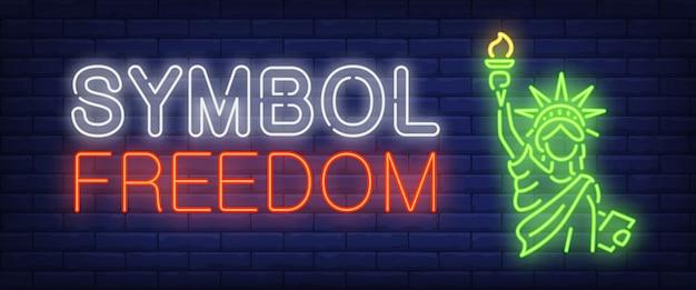 Símbolo, texto de néon de liberdade com a estátua da liberdade