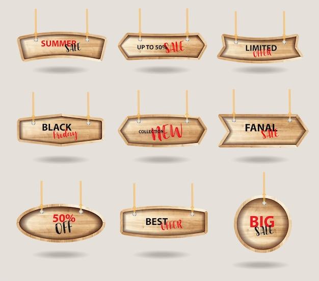 Sinais de madeira pendurados em uma corda e corrente, com coleção de etiquetas de etiquetas de preços
