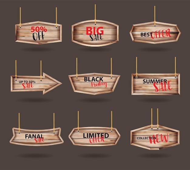 Sinais de madeira pendurados em uma corda e corrente, com venda de coleção de etiquetas.