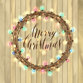 Sinal caligráfico do feliz natal com lâmpadas em garland