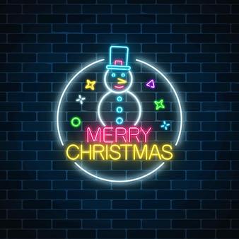 Sinal de natal de néon brilhante com boneco de neve com chapéu no quadro do círculo.