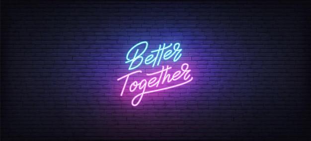 Sinal de néon better together. letras de néon brilhante modelo melhor juntos.