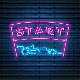 Sinal de néon brilhante com vista lateral do carro de corrida e texto inicial na faixa de opções