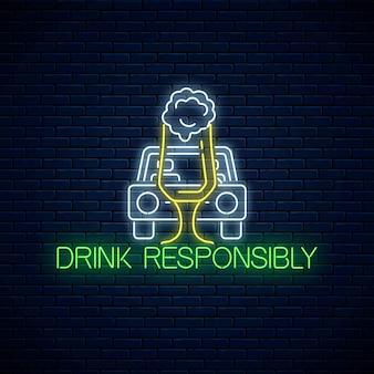Sinal de néon brilhante da bebida chama com responsabilidade com a silhueta do carro e o copo de cerveja no fundo da parede de tijolo escuro. evite o símbolo de dirigir bêbado no estilo neon. ilustração vetorial.