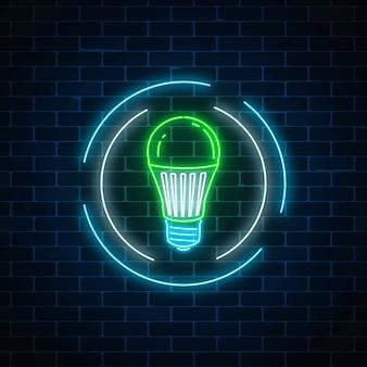 Sinal de néon brilhante de lâmpada led verde no quadro do círculo no fundo da parede de tijolo escuro. energia ecológica