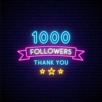 Sinal de néon de 1000 seguidores.