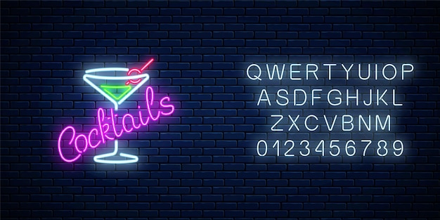Sinal de néon de bar ou café de coquetéis com alfabeto na parede de tijolo escuro